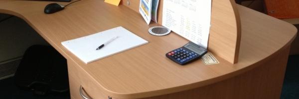 Partner desk with screen