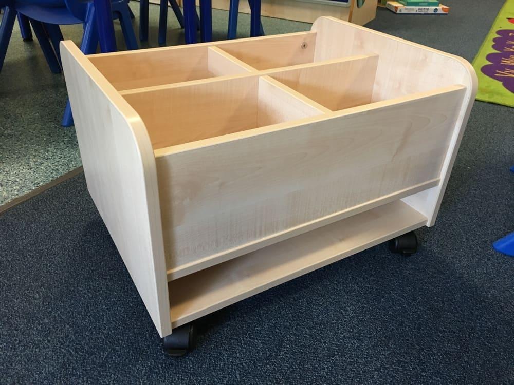 Mobile Kinder box with shelf for big books